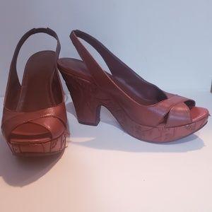 Gianni Bini brown toe heels.